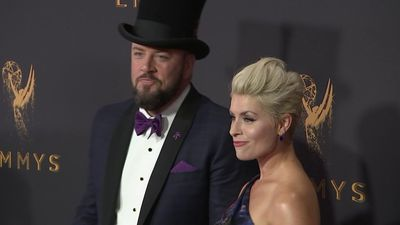 Chris Sullivan of 'This is Us' takes risks on the red carpet
