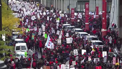 March by striking teachers fills Chicago streets