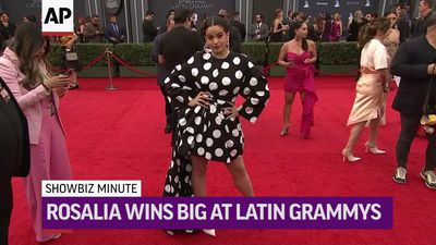 ShowBiz Minute: Latin Grammys, Swift, Mo'Nique