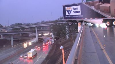 Rain snarls traffic in Southern California