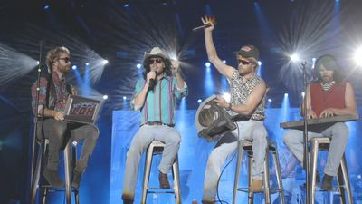 Dierks Bentley steps back in time with Hot Country Knights