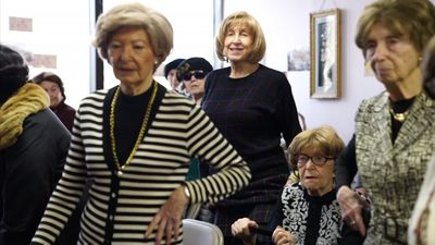 Women Holocaust survivors meet for meals, exercise