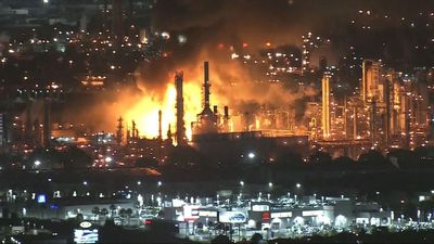Refinery fire near Los Angeles under investigation