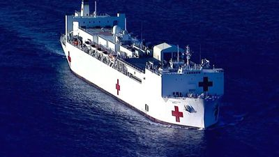 Hospital ship Mercy arrives in Los Angeles