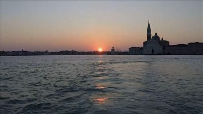 Virus leaves Venice's iconic canals eerily empty