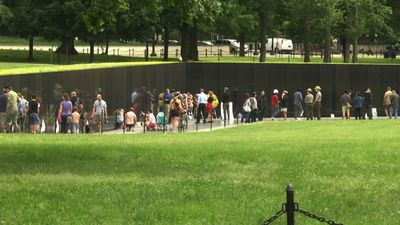 People pack into DC war memorials despite pandemic