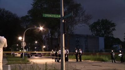 Holiday weekend shootings leave 10 dead in Chicago