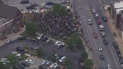 Milwaukee crowd protests Floyd's death