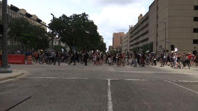 Thousands rally for Houston native George Floyd