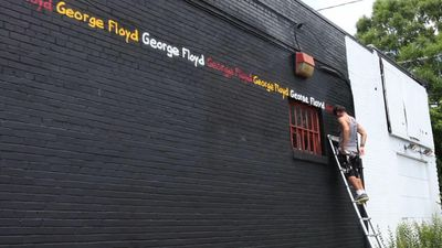 Traveling muralist pays tribute to George Floyd