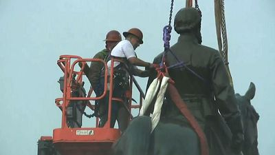 Confederate statue removed in Richmond amid cheers