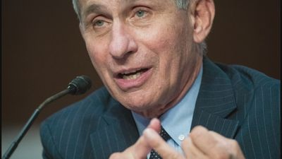 "Fauci ""cautiously optimistic"" over virus vaccine"