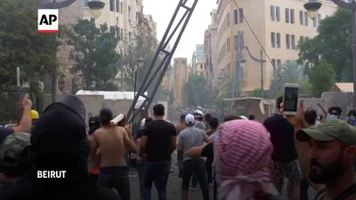 Clashes between police and protesters continue in Beirut