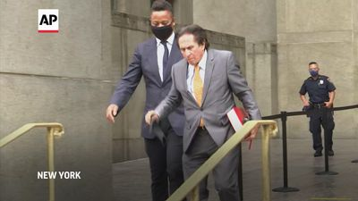 Gooding flaunts BLM mask as attorney speaks