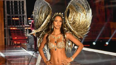Lais Ribeiro steals the show in Champagne Fantasy Nights bra