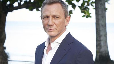 Daniel Craig's familiar Bond co-star revealed