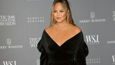 Chrissy Teigen ate from bins