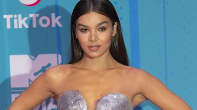 Hailee Steinfeld praises her 'fellow sagittarius queen' Emily Dickinson on their birthday!
