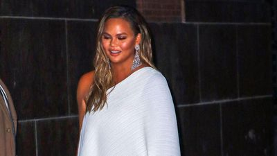 Chrissy Teigen's assistant does her Christmas shopping