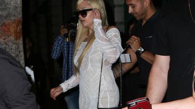 Amanda Bynes checks out of sober living house