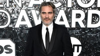 Joaquin Phoenix praises fellow nominees in SAG speech