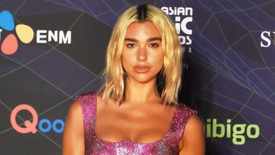 Dua Lipa gives Anwar Hadid permission to cut hair in lockdown