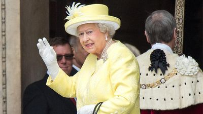 Queen Elizabeth praises Brits' 'good-humoured resolve' amid pandemic