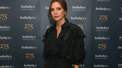 Victoria Beckham chats to NHS staff