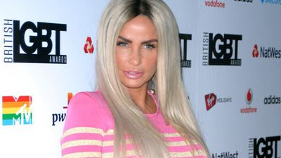 Katie Price makes some noise to honour key workers
