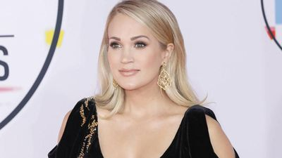 Carrie Underwood struggled to sing with stitches