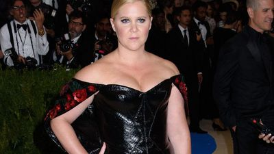 Amy Schumer returns to the stage after hospitalisation