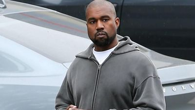 Kanye West apologises for using phone during Broadway show