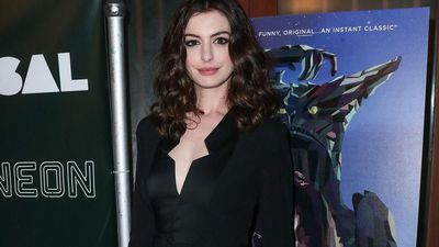 Anne Hathaway quit veganism over Matt Damon dinner