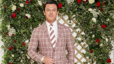 Luke Evans to release album this Christmas