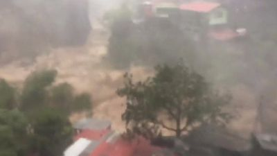 Typhoon Mangkhut: Storm batters Philippines