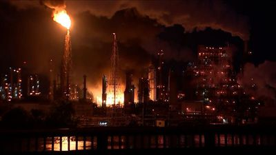 Explosions rock Philadelphia in refinery fire