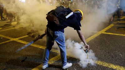 Hong Kong protests: 'Riot police are moving in'