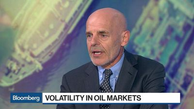 Trading `God' Hall: Probably 'Better Off' Betting Oil Will Rise