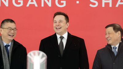 Bloomberg Technology - China Offers Green Card to Elon Musk