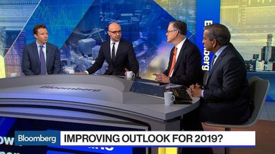 Economists, Investors Take a More Constructive Tone on 2019