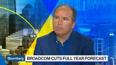 Apple Could Hit $1 Trillion Again on Trade Deal, Wedbush Says