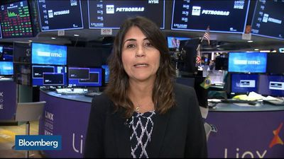 Petrobras Working on Cutting Debt and Progressing on Divestments, CFO Says