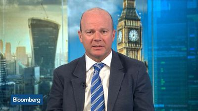 OECD Warns of Weakest Global Growth in Decade: BlueBay's Riley Reacts