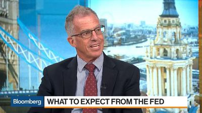 Mishkin Disagrees With Bullard, Says Fed Should Hold Off on Rate Cuts Because Economy Is Strong