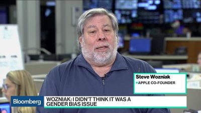 Wozniak Says Goldman Has Been Responsive to Apple Card Algorithm Issue