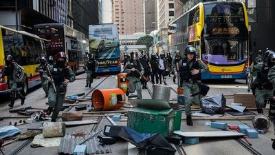 Hong Kong Protesters Paralyze Central Financial District