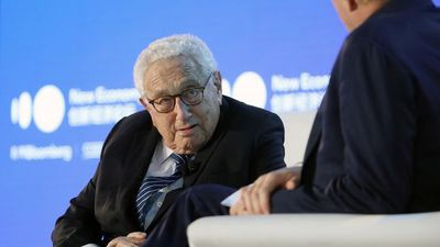 Kissinger Discusses U.S.-China Relations at New Economy Forum