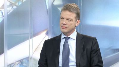 Deutsche Bank CEO Sewing on Trading Revenue, Employee Pay, Negative Rates