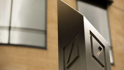 Deutsche Bank Considers Deep Cuts to Bonuses