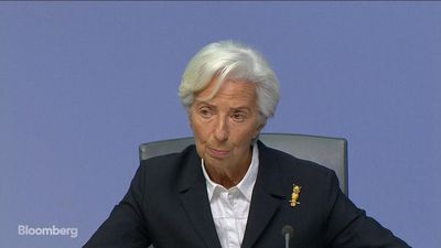 Lagarde Sees Signs of Moderate Increase in Inflation